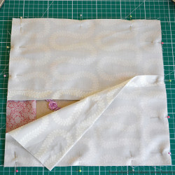 Cushion with Silk Ribbon Roses tutorial (7)