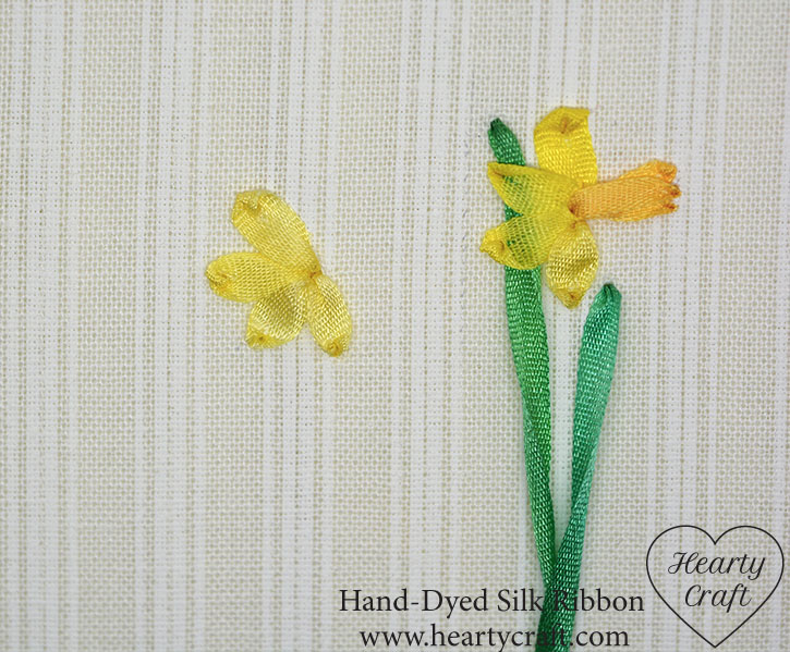 Use  a ribbon stitch for daffodil petals